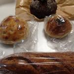46201829 - チョコレートパン、ポテトパン、あんぱん、バゲットハーフ( ´ ▽ ` )ノ