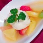 アーシュ・エム - クリスマスディナーコース 季節のフルーツサラダとオレンジのマスカルポーネムース