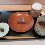 江戸前鮨 二鶴 - 上品な甘さの自家製【カシューナッツ入り蒸し羊羹】と【胡麻羊羹】
