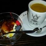 茶里庵 - セットのコーヒーとあんみつ