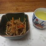 博龍軒 - サービスの小鉢。きんぴらごぼう。なんと無料