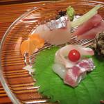 46218260 - かくれんぼ金魚、京文化な遊び心。