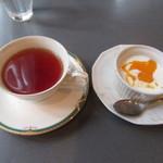 カフェ カド - 紅茶、みかん入りヨーグルト