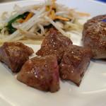 ステーキ・鉄板料理和かな - ステーキハンバーグ(ランチ)調理後