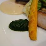 ステーキ・鉄板料理和かな - 魚料理のソース二種類(セロリ、ほうれん草)