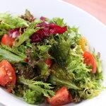 キース - 常時7種類のリーフ野菜を使用しております。
