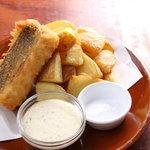 キース - BARでは定番フィッシュ&チップス。魚はその時おり仕入れで変わります。