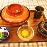 はり重カレーショップ - すき焼き丼 & 生玉子