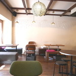 AOBAYA - 店内(ソファー席、テーブル椅子席)