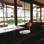 AOBAYA - 店内から目黒川沿いの眺め テラス席あり