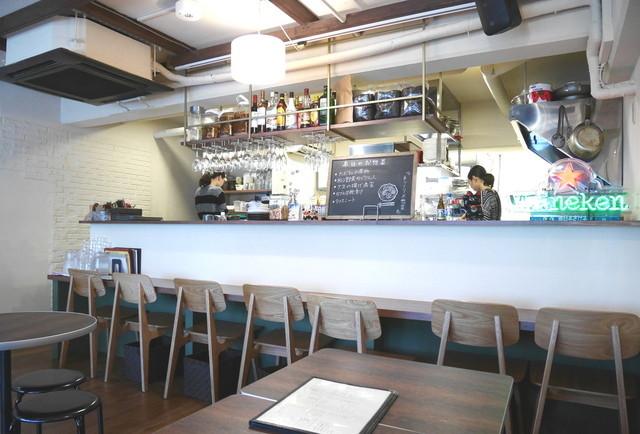 AOBAYA - カウンター席とオープンキッチン