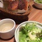 ピッツェリア メリ プリンチペッサ - ランチのフォカッチャ・サラダ・スープ! フォカッチャおいしかった!