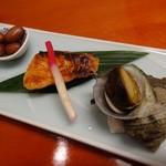 46232278 - 先付3種:鮭の西京焼き・煮豆・サザエのつぼ焼き
