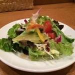 カフェクッカ - クッカさんも、新鮮野菜たっぷりサラダです、最近、元町のカフェランチのサラダが充実しています(2016.1.7)