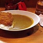ニューダルニー - カツカレー  ¥750 レビューと違いスパイシーで辛味もまあまあで美味しかった。