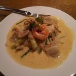 どんぐり - 白身魚の白ワインソース煮(酸味が利いてとても美味しい)