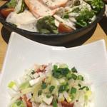 もつ 串焼き 二子5丁目酒場 - 炙りサーモンシーザーサラダ、ネギチャンジャ(^^)