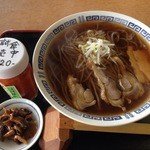 臥龍亭 - 肉そば ¥680(税別)