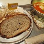 あくびカフェー - ネコノテパン工場のカンパーニュサンド(自家製煮豚)スープ付650円♪