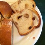 Dining Kitchen Pooh House - 3種類のパン(おかわりできました♪)