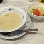ステーキハウス88 辻本店 - すぐに到着                             サラダとスープ