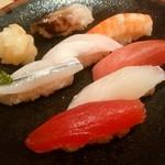 海鮮料理魚春とと屋 - 寿司1人前