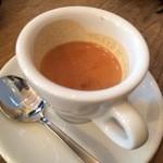フレスコ コーヒー ロースターズ - エスプレッソ。非常にロースト感が活きた香りが美味な一杯です(●・ω・)/