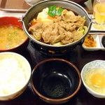 すき家 - 牛すき焼鍋定食¥680&とん汁¥190