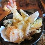 46252252 - 天ざるは値段も良いけど天ぷらも山盛です。