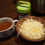 1ポンドのステーキハンバーグタケル - スープ&サラダ