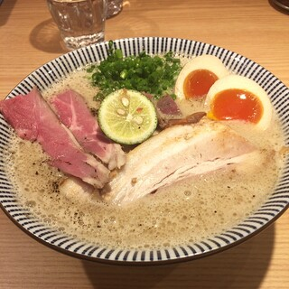 自家製麺 MENSHO TOKYO - ラム豚骨ラーメン