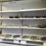 46259546 - 和食中心のお惣菜です。