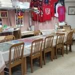 五浦ハム - 店内にはテーブル席もありました