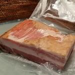 五浦ハム - 「五浦ハム 手造りベーコン (1010円)」には、甘みのある脂身がたっぷり♪
