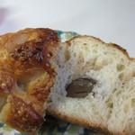クリーブラッツ - デニッシュ生地の中に栗を渋皮煮にして包んだ上品な甘さの感じられるパンです。