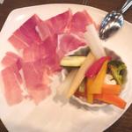 ジョイヤ - 野菜の自家製ピクルスと生ハム