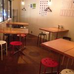 vivo daily stand - 2階はテーブル席