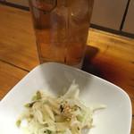 Sumibiyakihorumommanten - ウーロン茶 300円 お通し