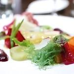 CILQ  - 10種類の野菜のサラダとスズキのカルパッチョ ビーツと大葉のソースで