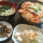 無添さぬきめん あじ豊 - 「カツとじ丼」(780円)。お値段的に普通なのにお味はスペシャル~♪