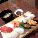 竹寿司 - 握り 真ん中がタコマンマ