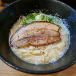 46284014 - 背脂醤油鶏白湯ラーメン(750円)