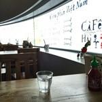 CAFE HAI - 店内 クロスが無い方はナチュラル