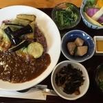 定食家 つき善 - 五穀米と季節の野菜ビーフカレー