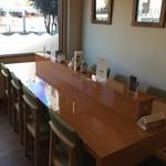 パティスリー アキト - 店内風景、このテーブルでいただきました