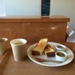 パティスリー アキト - ジャムを2種類選ぶモーニング、ドリンクはホットコーヒー