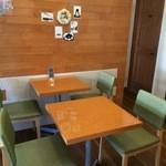 パティスリー アキト - 2人掛けテーブル席