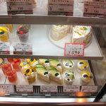 4629170 - 2010年7月ショーケース 食べ放題品は499円までなので「フルーツミルクレープ」は残念ながら対象外