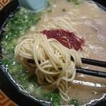 一蘭 - 麺は細麺ストレート。博多っぽい