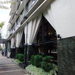 トラットリアヴィアーレ - ホテル外観 フロントは2階ですが1階からEVで上がれます